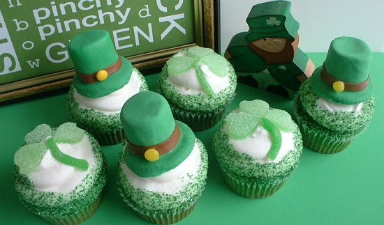St. Pattys Cupcakes.featured