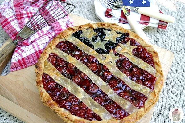 Stars-and-Stripes-Pie-on-HoosierHomemade.com