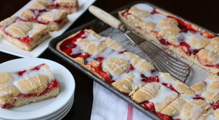 Strawberry Cobbler Bar Cookies.FEATURE