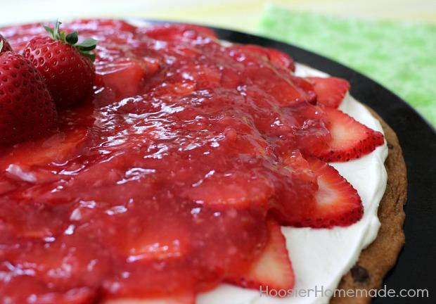Chocolate Chip Strawberry Pizza   Recipe on HoosierHomemade.com