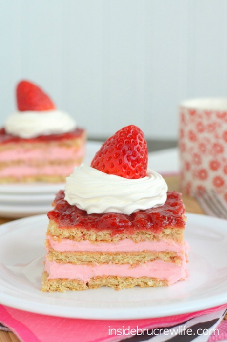 Strawberry-Shortcake-Eclair-Cake-1