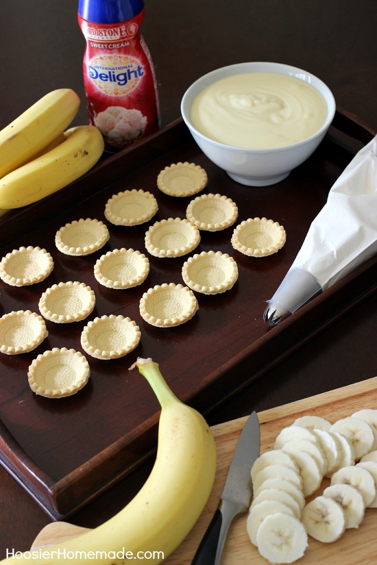 Sweet Cream Banana Tartlets | Quick and easy Dessert in under 15 minutes | Recipe on HoosierHomemade.com