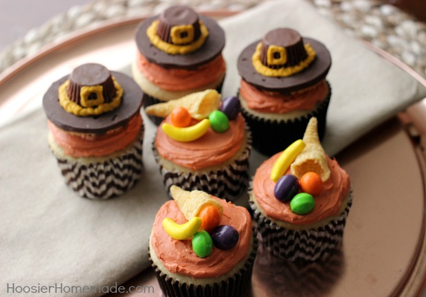 Thanksgiving cupcakes pilgrim hats and cornucopia for Decorations for thanksgiving cupcakes