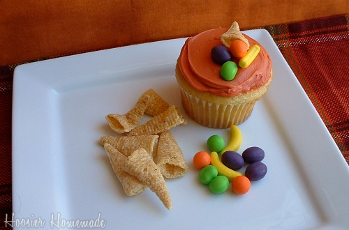 images of thanksgiving cupcakes. Thanksgiving Cupcakes~Pilgrim Hats & Cornucopias