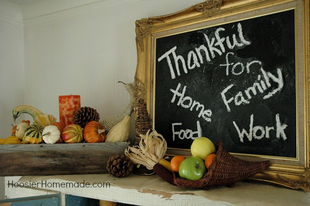 Thanksgiving Decorating with Free Printable Banner :: HoosierHomemade.com