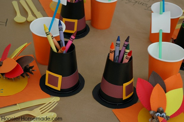 Thanksgiving kiddie table for Thanksgiving decorations ideas for office