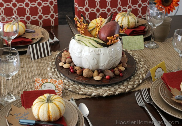 Add that special touch to your Thanksgiving table with these FREE Printable Thanksgiving Cards! Pin to your Thanksgiving Board!
