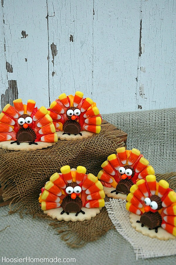 TURKEY COOKIES FOR THANKSGIVING -- Grab the kids! It's time to decorate these adorable Thanksgiving Turkey Cookies! They are easy to create too! Use them on your dessert table or as place setting for your Thanksgiving Table!