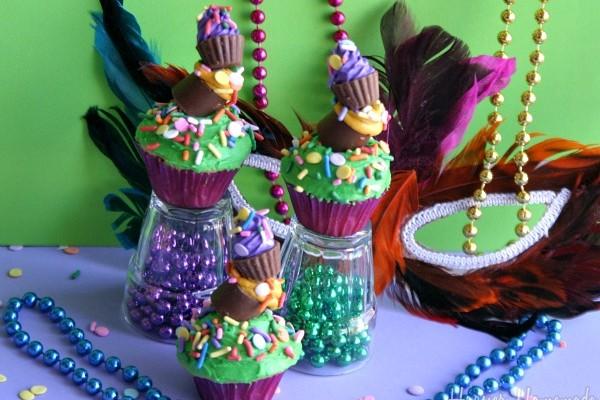 Topsy-Turvy-Mardi-Gras-Cupcakes