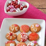 Grab the kids! It's time to whip up these SUPER easy Valentine's Day Cookies! They are perfect to take to a classroom party, make for neighbors or friends, or just have fun decorating and enjoy yourself!