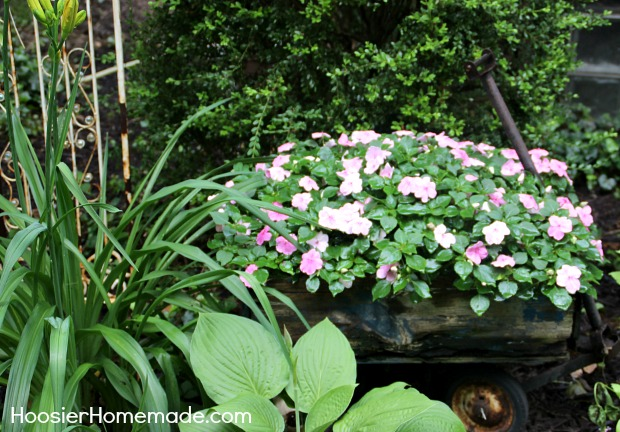 Vintage Wagon Planter on HoosierHomemade.com