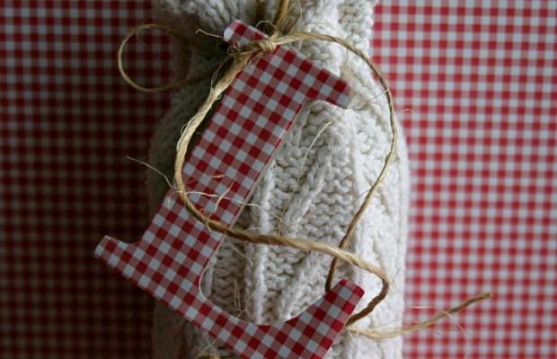 DIY Wine Bottle Sweater :: 100 Days of Homemade Holiday Inspiration on HoosierHomemade.com