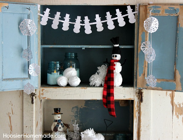 Easy Winter Crafts: Yarn Snowman, Paper Snowflakes & Snowman Garland :: Instructions on HoosierHomemade.com