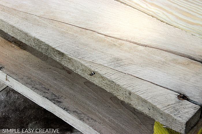 Remove nails from wood pallets