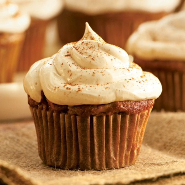 apple-cupcakes-cinnamon-marshmallow-frosting