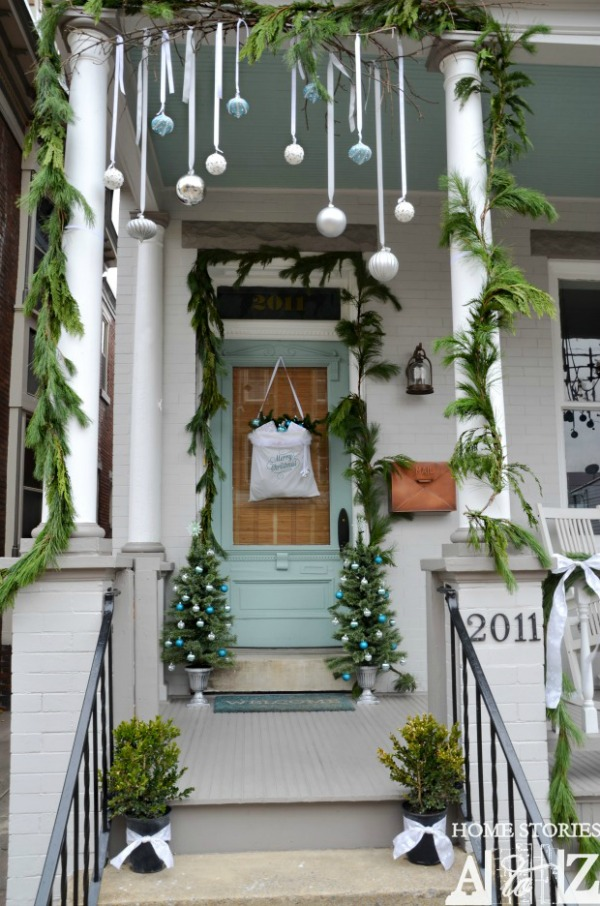 decorate your home with these simple outdoor christmas decoration ideas pin this to your christmas