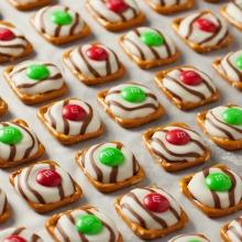 christmas-pretzel-hugs-PAGE
