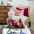 christmas-tour-living-room-coffee-table-vignette