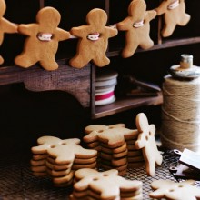 Gingerbread Men Garland : 100 Days of Homemade Holiday Inspiration on HoosierHomemade.com