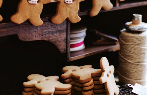 Gingerbread Men Garland : 100 Days of Homemade Holiday Inspiration on HoosierHomemade.com