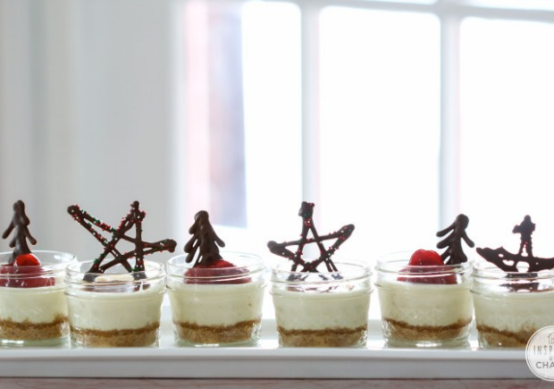 Mini Mason Jar Cheesecakes : 100 Days of Homemade Holiday Inspiration on HoosierHomemade.com