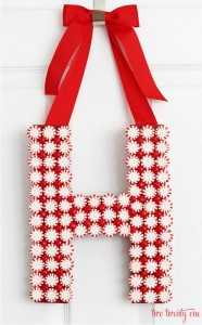 Make this personalized Christmas Door Decoration for an extra special Holiday Gift! Pin to your Christmas Board!
