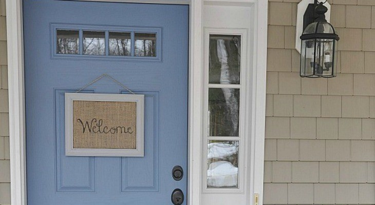 DIY Burlap Welcome Sign
