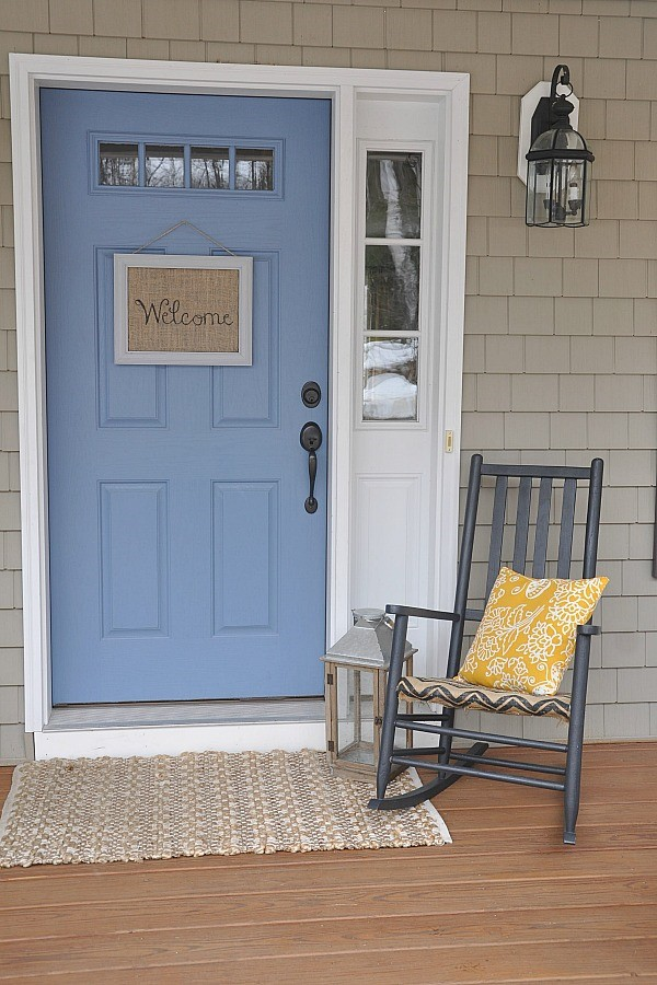 Decorating with Burlap - a Simple Welcome Sign for the Front Door